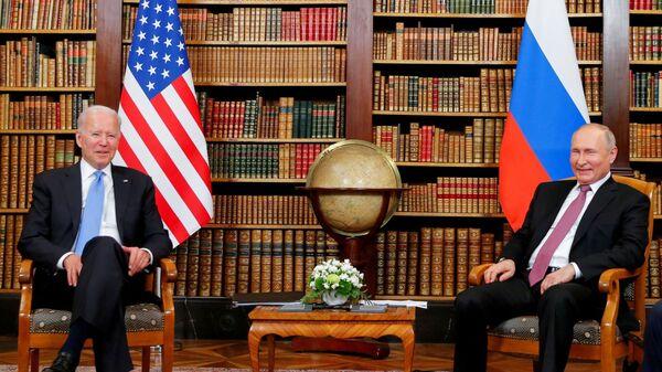 U.S. President Joe Biden and Russia's President Vladimir Putin meet for the U.S.-Russia summit at Villa La Grange in Geneva, Switzerland, June 16, 2021. - Sputnik International