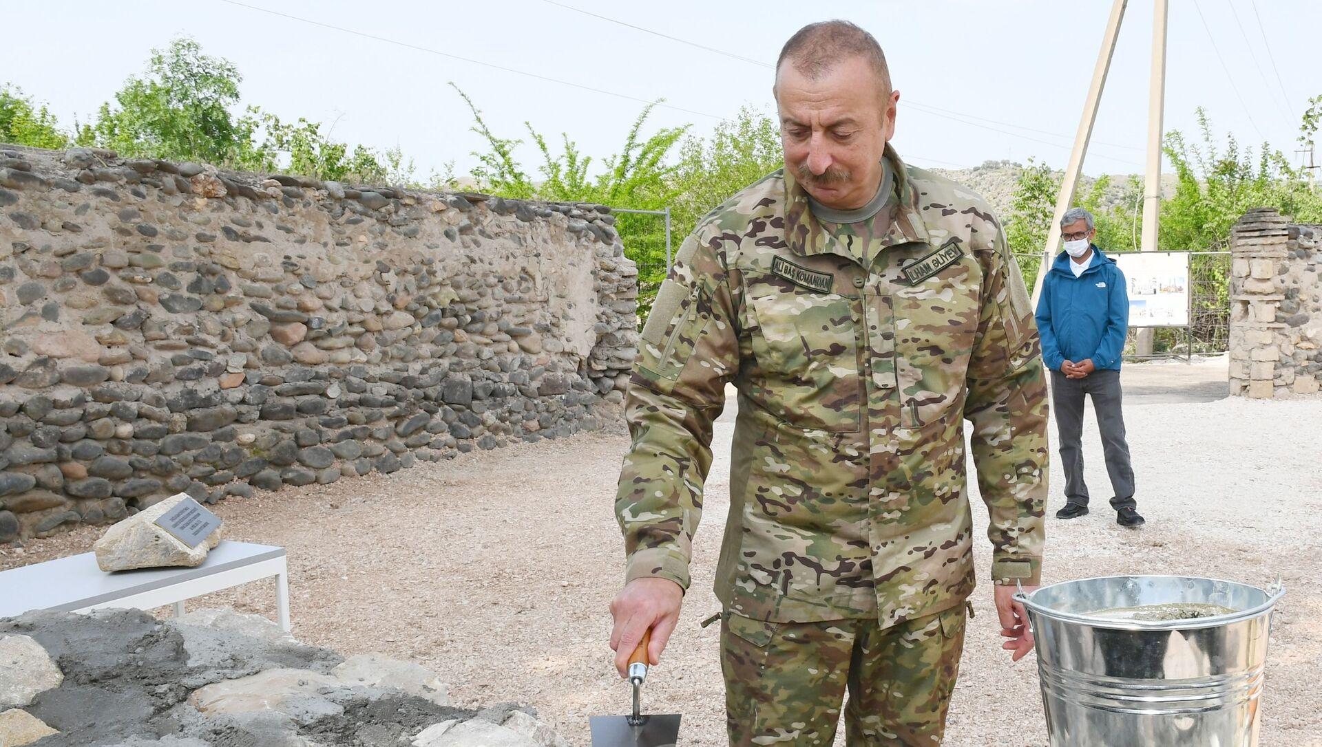 In this handout photo released by Azerbaijani Presidential Press Office, Azerbaijani President Ilham Aliyev visits a mosque in Zangilan District, Azerbaijan. Jabrayil and Zangilan districts came under the control of the Azerbaijani Armed Forces in 2020. - Sputnik International, 1920, 25.07.2021