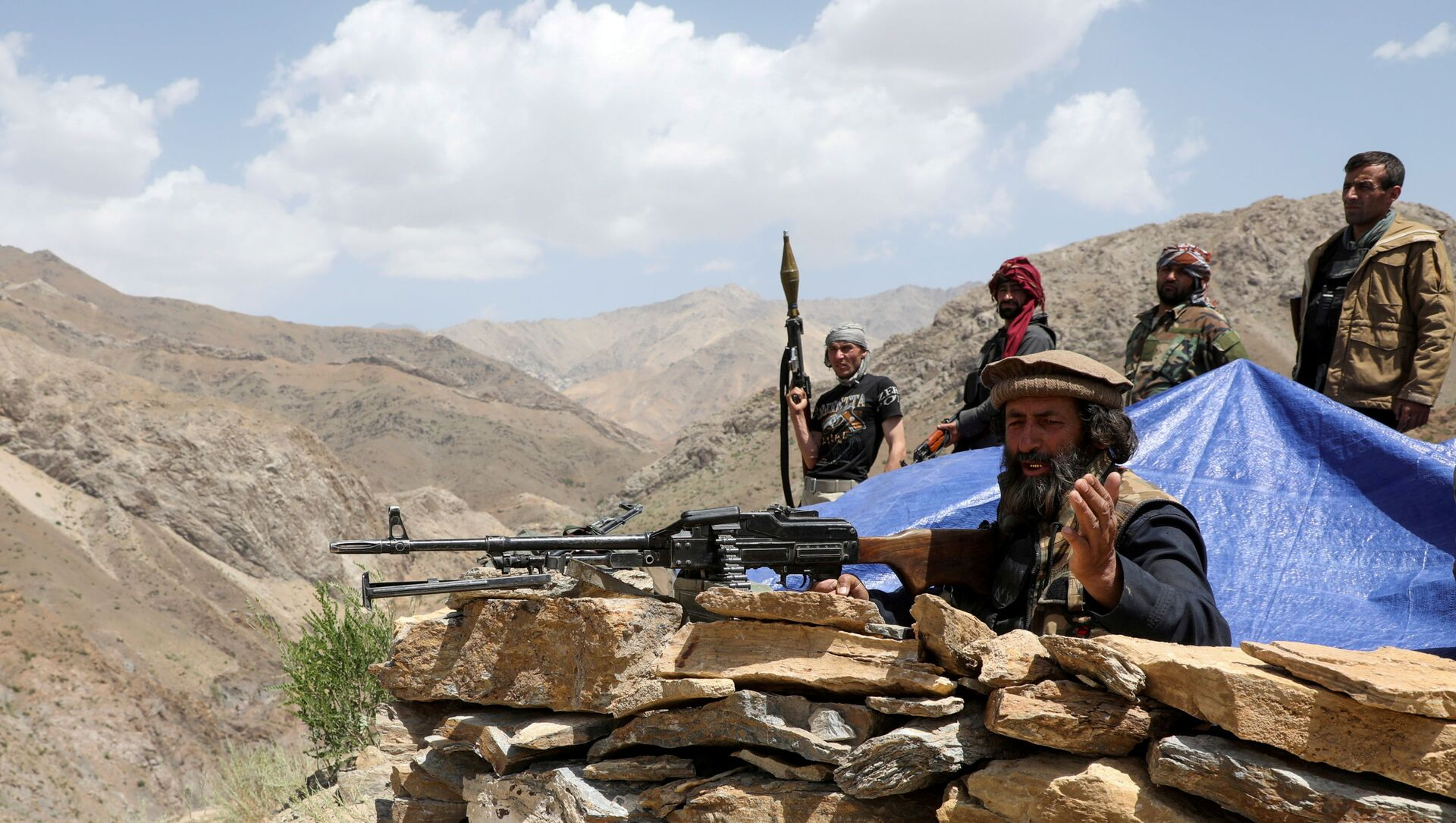 Armed men who are against the Taliban uprising stand at their check post, at the Ghorband District, Parwan Province, Afghanistan, 29 June 2021. - Sputnik International, 1920, 23.07.2021