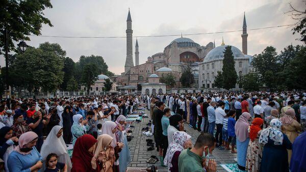 Worshippers attend prayers marking the Muslim festival of sacrifice Eid al-Adha at Hagia Sophia Grand Mosque in Istanbul, Turkey, July 20, 2021. - Sputnik International