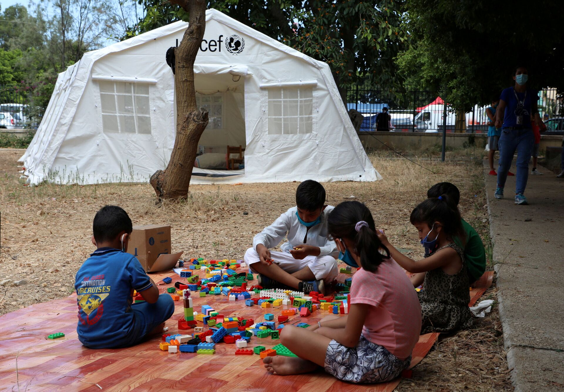 FILE PHOTO: Children play outisde a UNICEF tent put in place to provide psychosocial support to people affected by a massive explosion in Beirut's port area, Lebanon August 20, 2020. Picture taken August 20, 2020. - Sputnik International, 1920, 07.09.2021