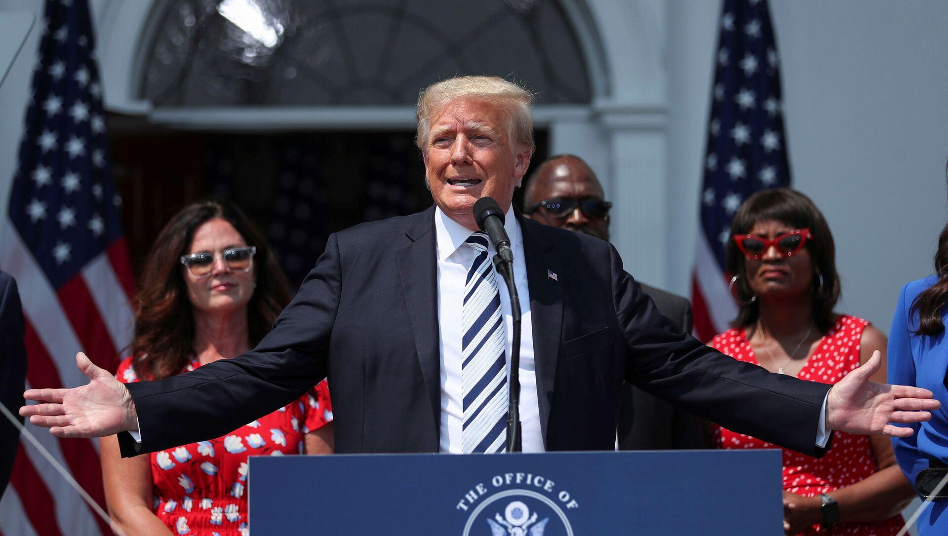 Former U.S. President Donald Trump speaks to media at his golf club in Bedminster, New Jersey, U.S., July 7, 2021 - Sputnik International, 1920, 24.07.2021