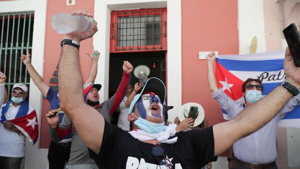 Cuban residents gather to protest against the Cuban government after recent demonstrations erupted in Cuba amid widespread shortages of basic goods, demands for political rights and the coronavirus disease (COVID-19) outbreak, in Santo Domingo, Dominican Republic July 18, 2021. - Sputnik International