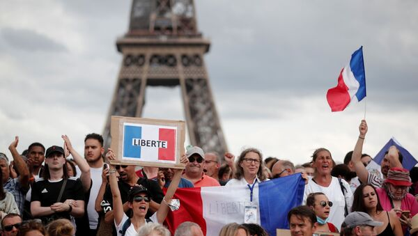Protesters attend a demonstration called by the French nationalist party Les Patriotes (The Patriots) against France's restrictions to fight the coronavirus disease (COVID-19) outbreak, on the Droits de l'Homme (human rights) esplanade at the Trocadero Square in Paris, France, July 24, 2021. - Sputnik International