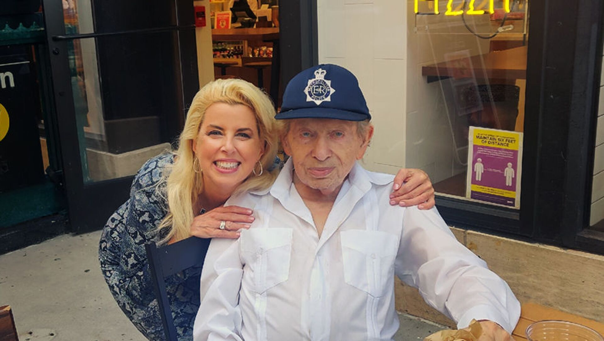 Comedian Jackie Mason (right) with television news anchor Rita Cosby (left). - Sputnik International, 1920, 25.07.2021