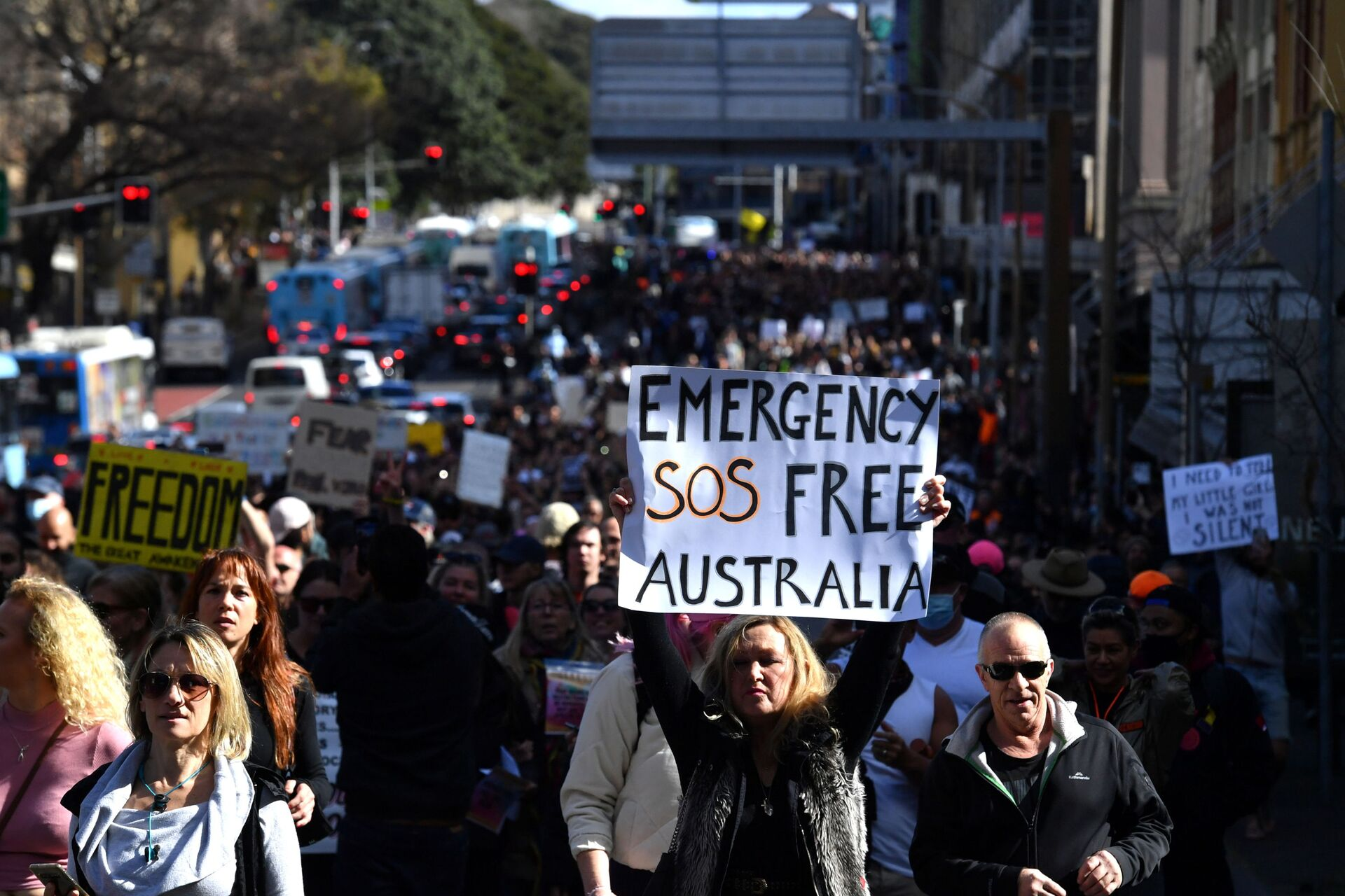 Protesters march through the city centre during an anti-lockdown rally as an outbreak of the coronavirus disease (COVID-19) affects Sydney, Australia, July 24, 2021. - Sputnik International, 1920, 18.09.2021