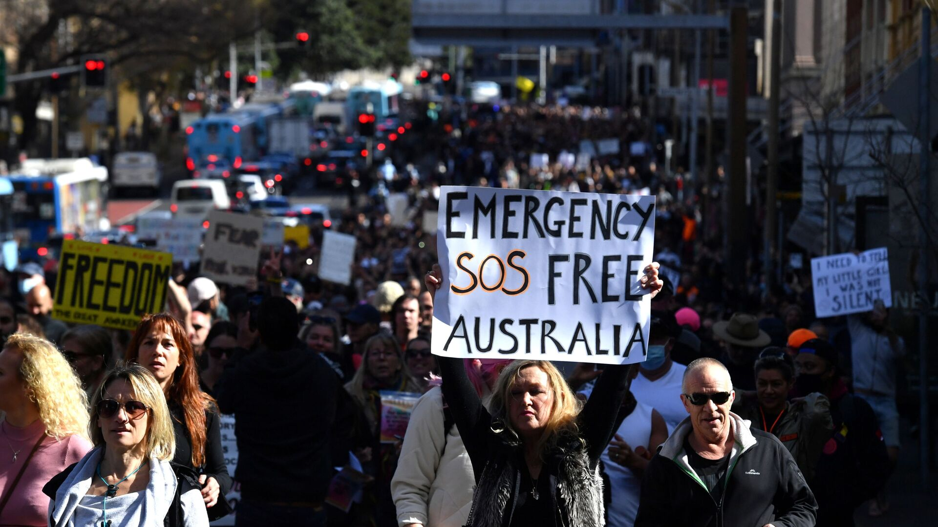Protesters march through the city centre during an anti-lockdown rally as an outbreak of the coronavirus disease (COVID-19) affects Sydney, Australia, July 24, 2021. - Sputnik International, 1920, 25.07.2021