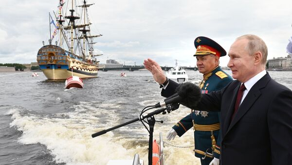 President Vladimir Putin attends the parade in St. Petersburg on the 325th anniversary of the Russian Navy, 25 July 2021 - Sputnik International