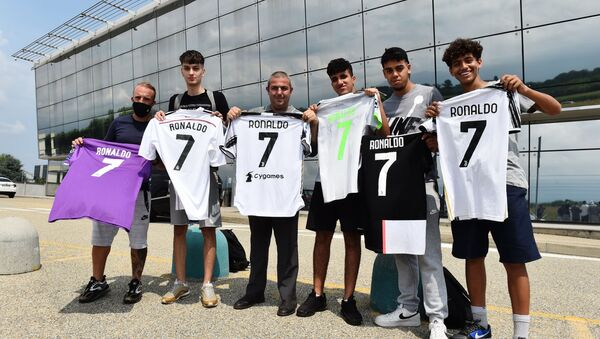 Turin-Caselle Airport, Turin, Italy - July 25, 2021 Juventus' fans display shirts with Cristiano Ronaldo's name outside Turin-Caselle Airport before he arrives - Sputnik International
