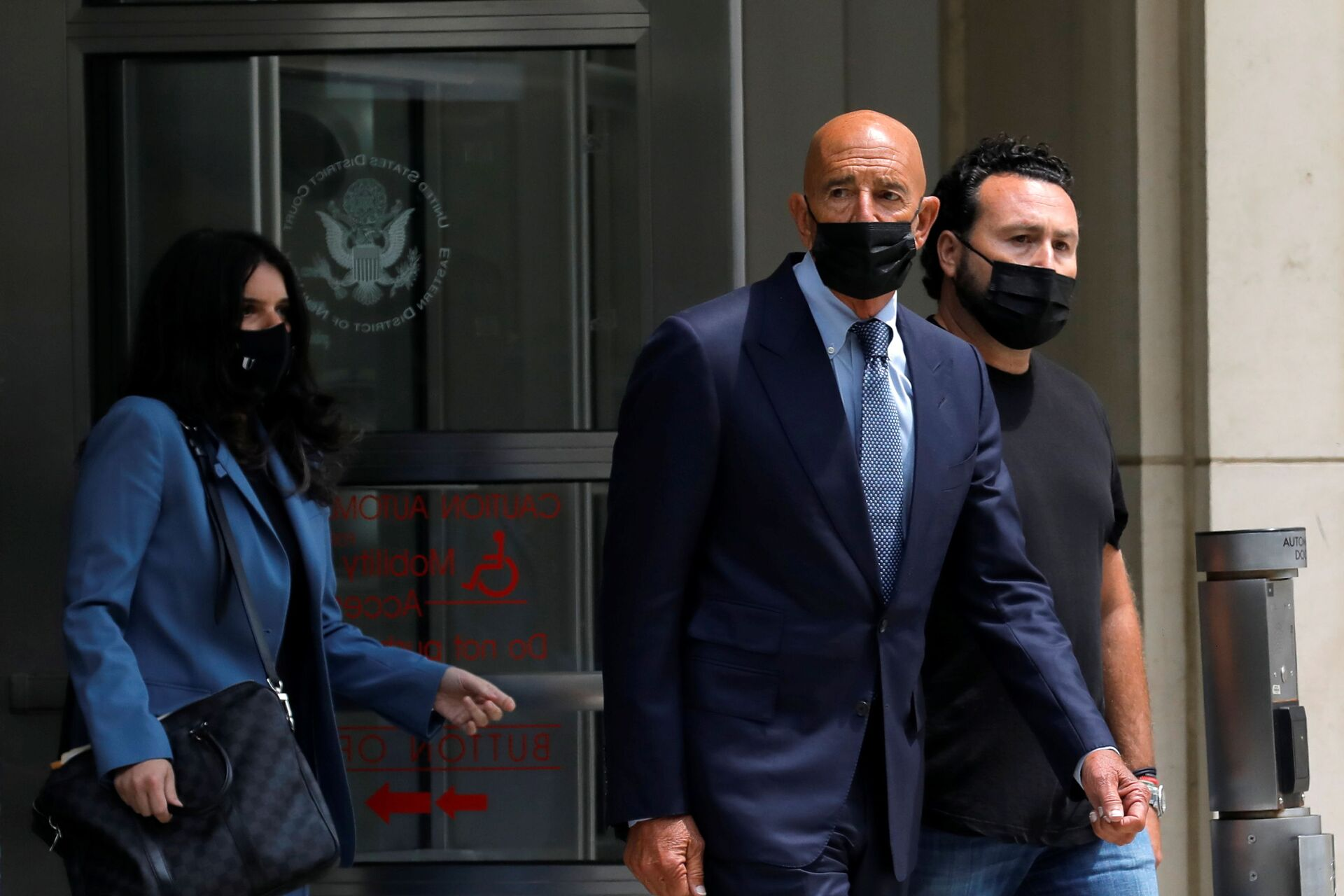 Thomas Barrack, a billionaire friend of Donald Trump who chaired the former president's inaugural fund, exits following his arraignment hearing at the Brooklyn Federal Courthouse in Brooklyn, New York, U.S., July 26, 2021. - Sputnik International, 1920, 07.09.2021