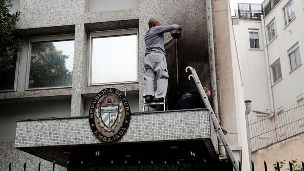 Experts inspect the damage at the Cuban embassy following an overnight petrol bomb attack on its building, in Paris, France July 27, 2021.  - Sputnik International