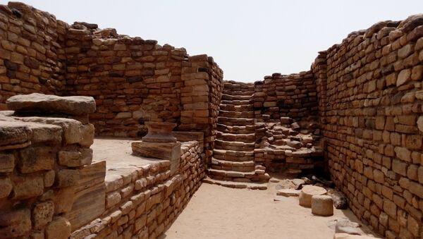 East Gate of Dholavira, Indus Valley Civilization site in Gujarat, India - Sputnik International