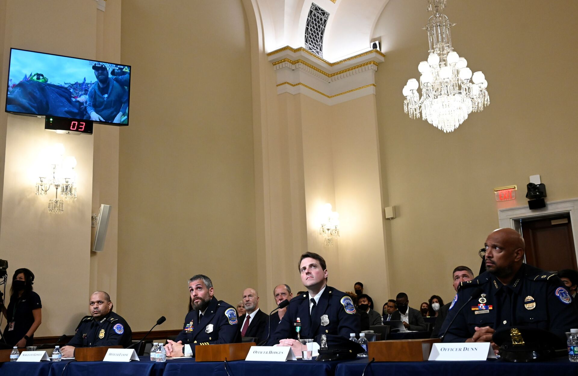 U.S. Capitol Police officer Sgt. Aquilino Gonell, DC Metropolitan Police Department officer Michael Fanone, DC Metropolitan Police Department officer Daniel Hodges and US Capitol Police officer Harry Dunn  watch a video of the Jan. 6 Attack during a hearing of the House select committee investigating the Jan. 6 attack, on the Capitol Hill, in Washington, U.S., July 27, 2021.  - Sputnik International, 1920, 07.09.2021