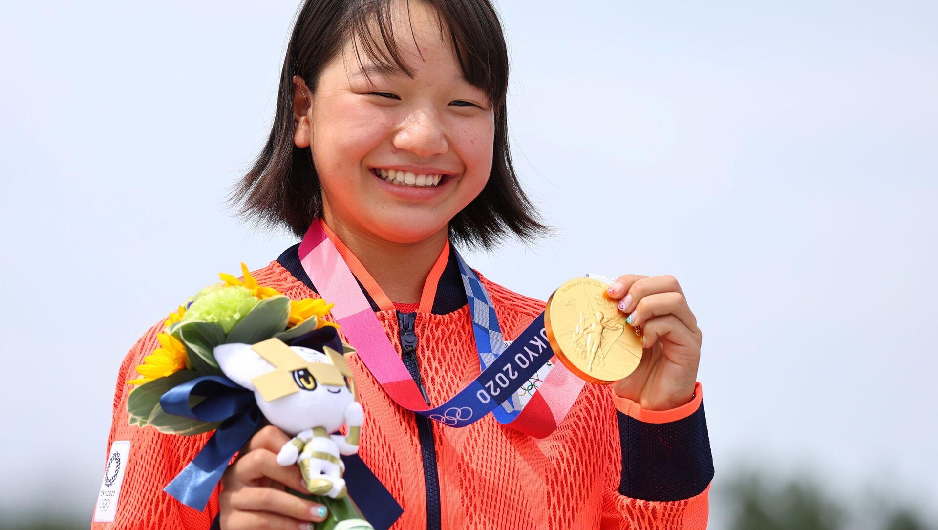 Tokyo 2020 Olympics - Skateboarding - Women's Street - Medal Ceremony - Ariake Urban Sports Park - Tokyo, Japan - July 26, 2021. Momiji Nishiya of Japan poses with her gold medal during medal ceremony.  - Sputnik International, 1920, 28.07.2021