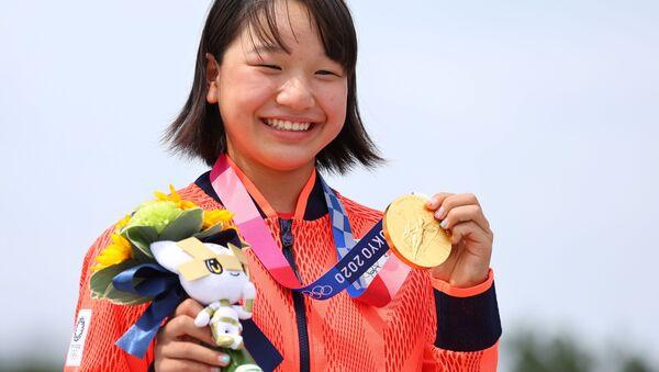 Tokyo 2020 Olympics - Skateboarding - Women's Street - Medal Ceremony - Ariake Urban Sports Park - Tokyo, Japan - July 26, 2021. Momiji Nishiya of Japan poses with her gold medal during medal ceremony.  - Sputnik International