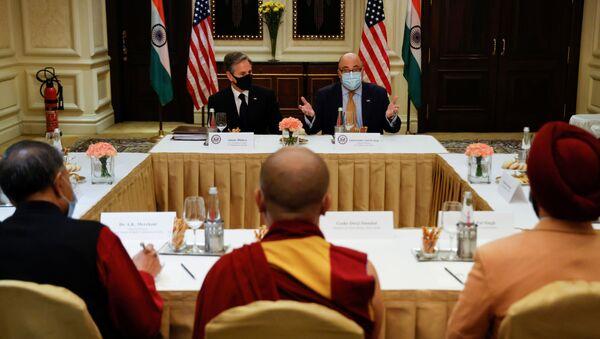 U.S. Secretary of State Antony Blinken and U.S. Ambassador to India Atul Keshap deliver remarks to civil society organization representatives in a meeting room at the Leela Palace Hotel in New Delhi, India - Sputnik International