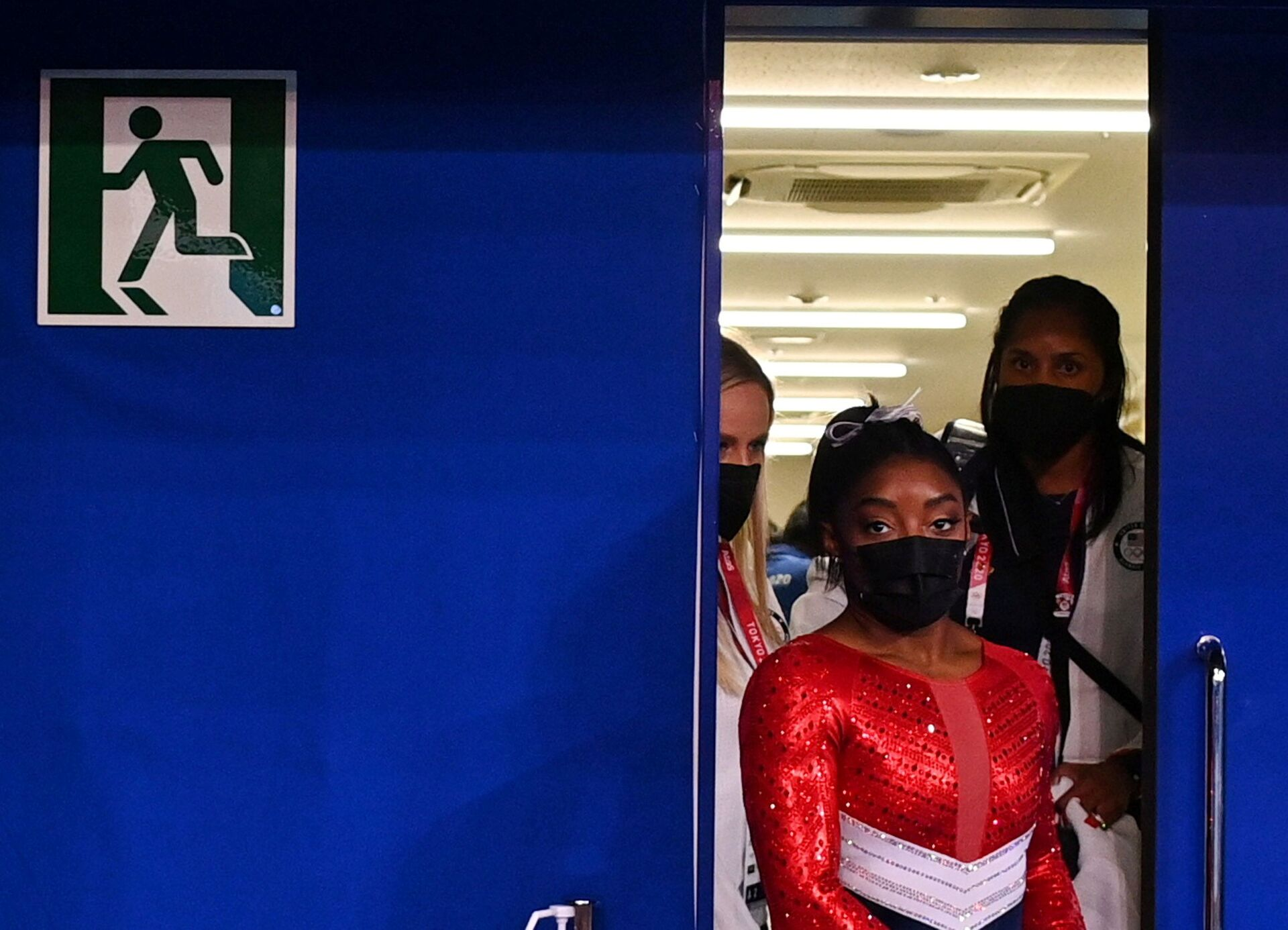 Tokyo 2020 Olympics - Gymnastics - Artistic - Women's Team - Final - Ariake Gymnastics Centre, Tokyo, Japan - July 27, 2021. Simone Biles of the United States wearing a protective face mask is seen leaving a medical station during the final  - Sputnik International, 1920, 07.09.2021
