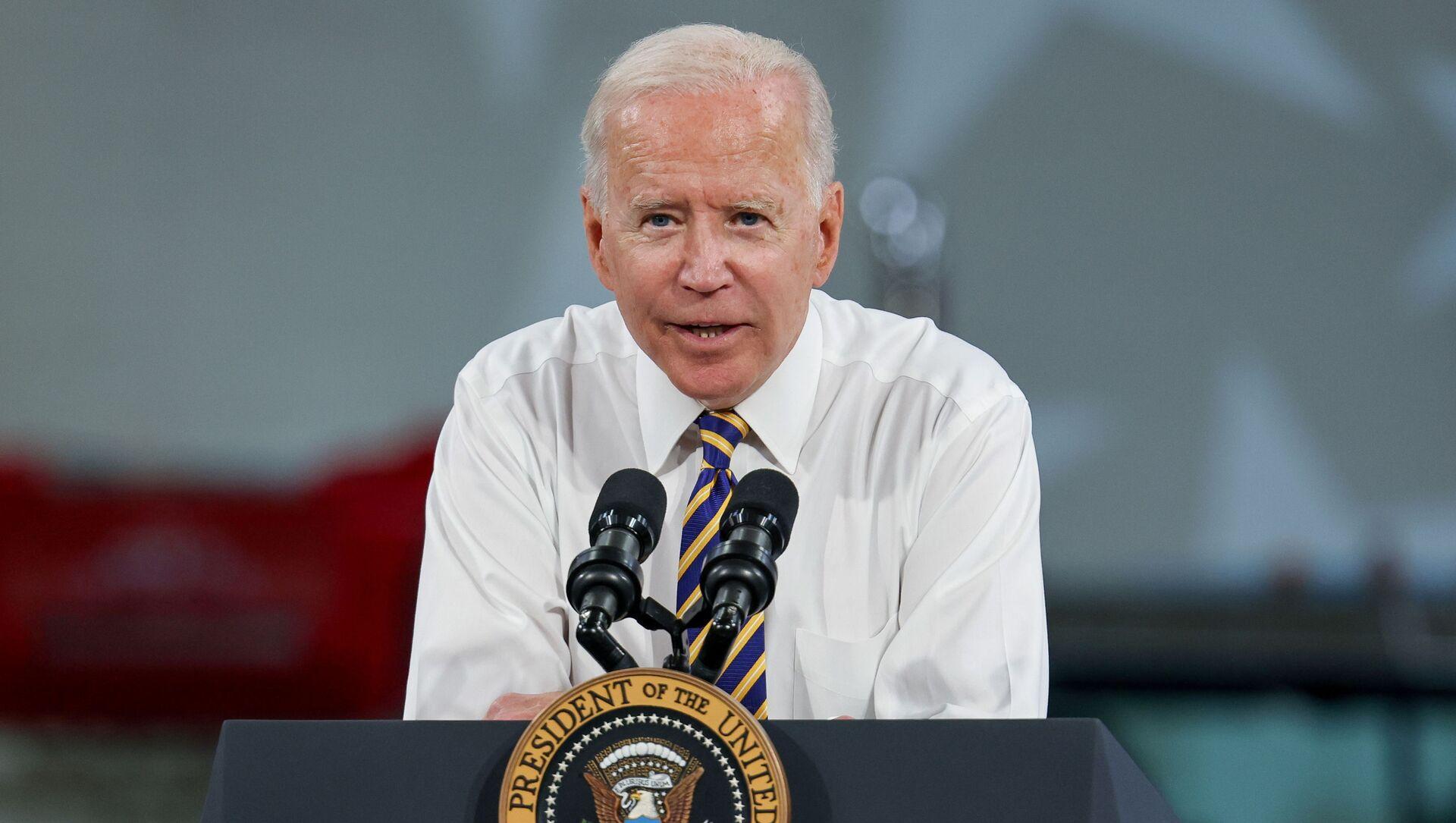U.S. President Joe Biden speaks during a visit to the Mack-Lehigh Valley Operations Manufacturing Facility in Macungie, Pensylvania, U.S., July 28, 2021 - Sputnik International, 1920, 29.07.2021