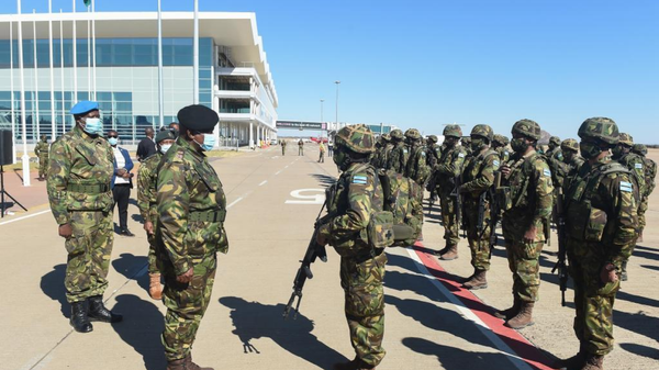 Botswana's President Mokgweetsi Masisi sends off troops to Mozambique as part of the Southern Africa Development Community (SADC) Standby Force at Sir Seretse Khama International Airport in Gaborone, Botswana, July 26, 2021. The Botswana Defence Force (BDF) will provide regional support to the Republic of Mozambique to combat the looming threat of terrorism and acts of violent extremism in the Cabo Delgado region, as an element of the SADC Mission in Mozambique. A total of 296 BDF soldiers will be deployed in Mozambique, and 70 of them departed on Monday. - Sputnik International