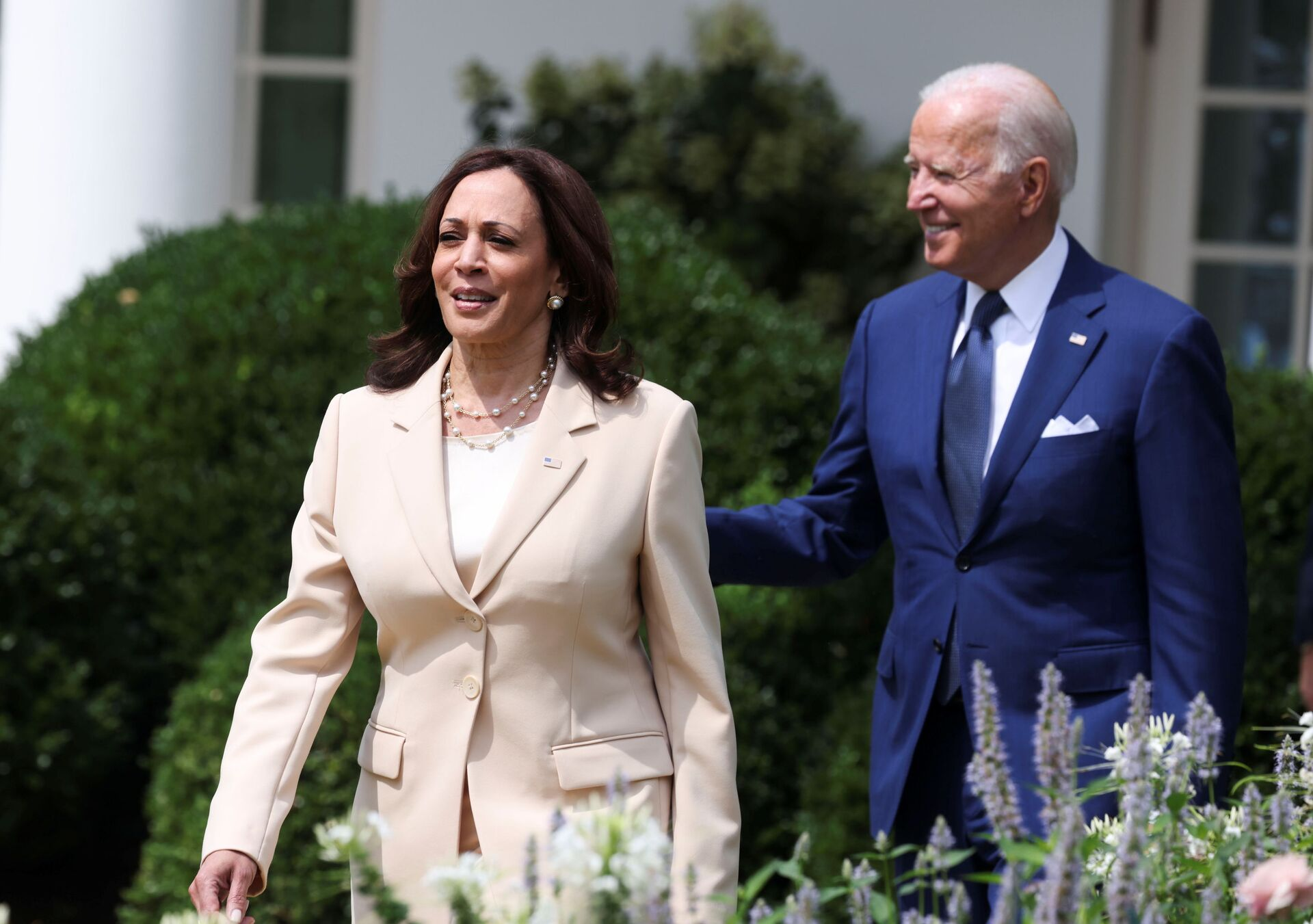 U.S. President Joe Biden and Vice President Kamala Harris arrive for an event to celebrate the 31st anniversary of the Americans with Disabilities Act (ADA) in the White House Rose Garden in Washington, U.S., July 26, 2021 - Sputnik International, 1920, 07.09.2021