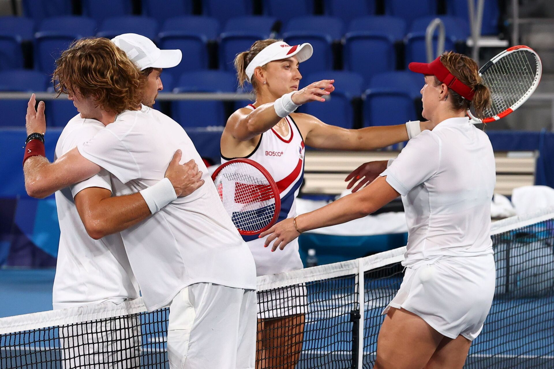 Tokyo 2020 Olympics - Tennis - Mixed Doubles - Gold medal match - Ariake Tennis Park - Tokyo, Japan - August 1, 2021. Anastasia Pavlyuchenkova and Andrey Rublev of the Russian Olympic Committee with Elena Vesnina and Aslan Karatsev of the Russian Olympic Committee after winning their gold medal match REUTERS/Edgar Su - Sputnik International, 1920, 07.09.2021