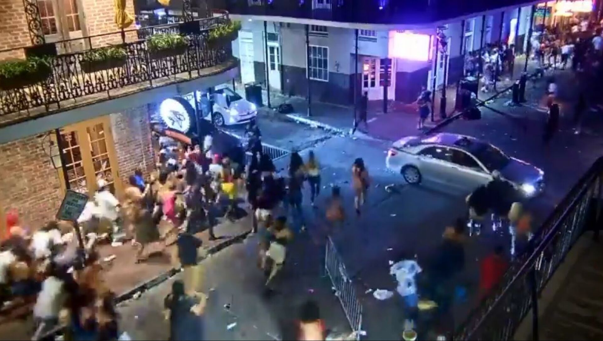 Five people have been wounded after a reported mass shooting occurred at the intersection of Bourbon Street and Orleans Avenue in the heart of the French Quarter in New Orleans - Sputnik International, 1920, 01.08.2021