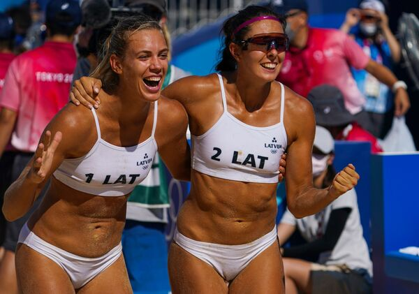 Latvian duo Tina Graudina and Anastasija Kravcenoka react after defeating the Russian team in the 1/8 beach volleyball event. - Sputnik International