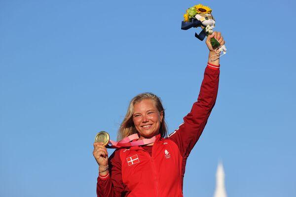 Gold medallist sailor Anne-Marie Rindom of Denmark celebrates on the podium.  - Sputnik International