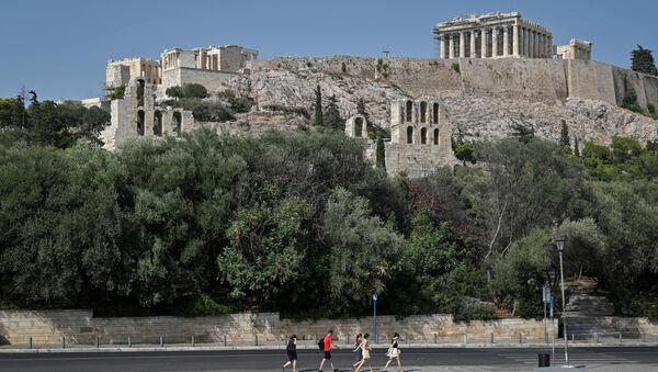Tourists walk past empty Acropolis parking, as the archaeological site has closed  due to the heatwave in Athens on August 2, 2021. - Sputnik International