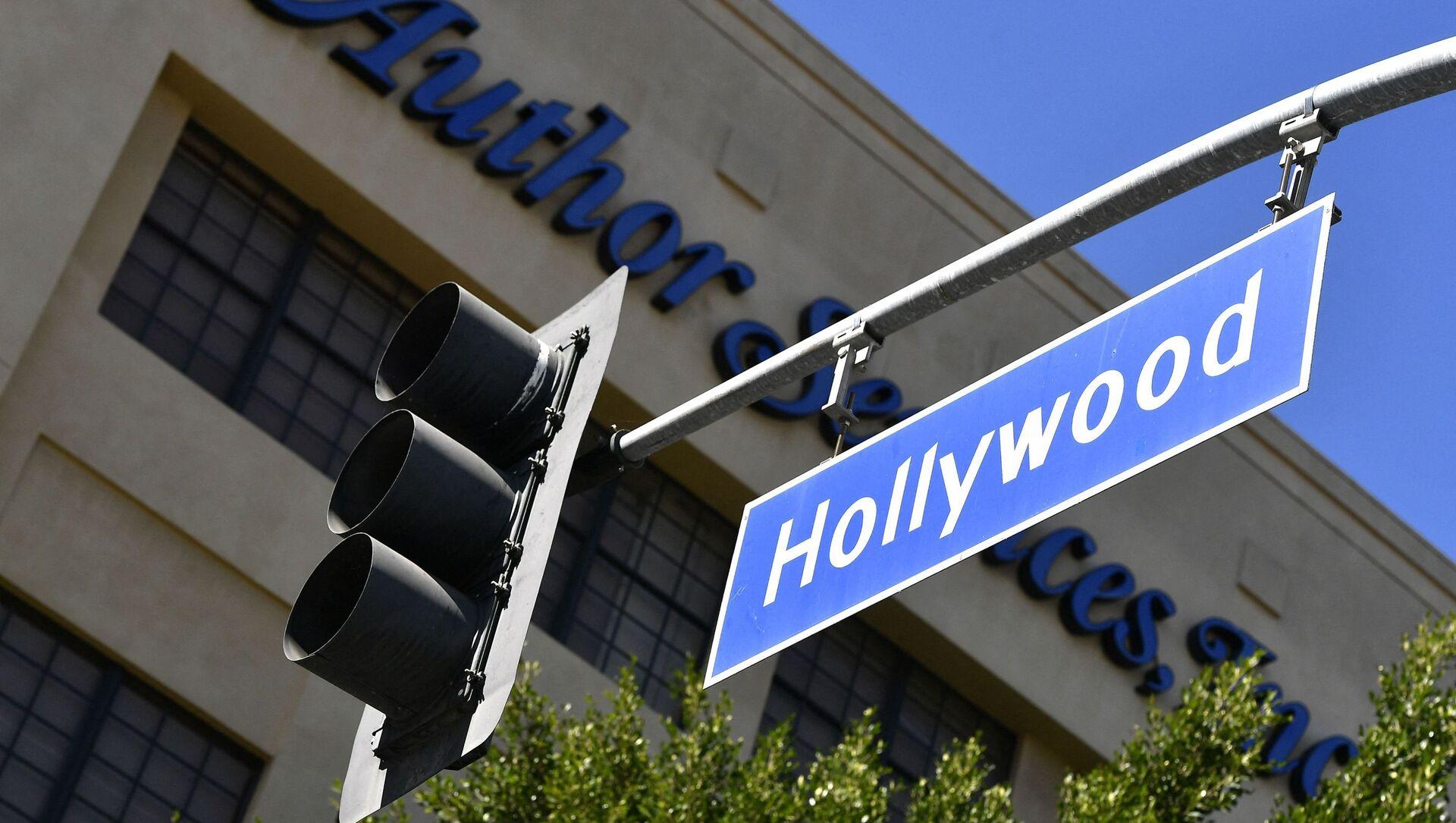 A view of the Hollywood Boulevard sign near the Hollywood Walk of Fame on February 12, 2021 in Hollywood, California.  - Sputnik International, 1920, 02.08.2021