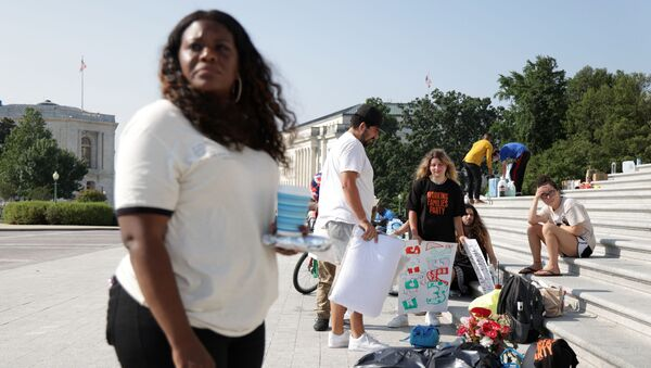 U.S. Cori Bush (D-MO) (L) and other activists protest outside the U.S. Capitol August 2, 2021 in Washington, DC. Rep. Bush has been camping out at the front steps of the U.S. Capitol to protest the ending of the eviction moratorium.    - Sputnik International