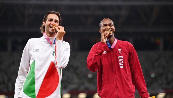 Tokyo 2020 Olympics - Athletics - Men's High Jump - Medal Ceremony - Olympic Stadium, Tokyo, Japan – August 2, 2021. Gold medallists, Gianmarco Tamberi of Italy and Mutaz Essa Barshim of Qatar pose on the podium - Sputnik International
