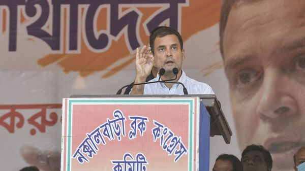 India's Congress party leader Rahul Gandhi gestures as he addresses a rally during an election campaign at Shibmandir on the outskirts of Siliguri on April 14, 2021. - Sputnik International