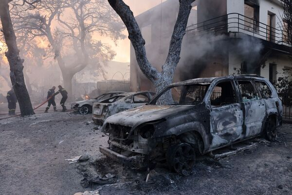 Firefighters work near burnt cars as a wildfire burns in Varympompi, a suburb north of Athens, Greece, 3 August 2021.  - Sputnik International