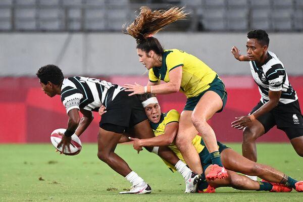 Fiji's Ana Maria Naimasi (L) is tackled by Australia's Evania Pelite (bottom) and Charlotte Caslick (top) in the women's quarter-final rugby sevens match between Fiji and Australia. - Sputnik International