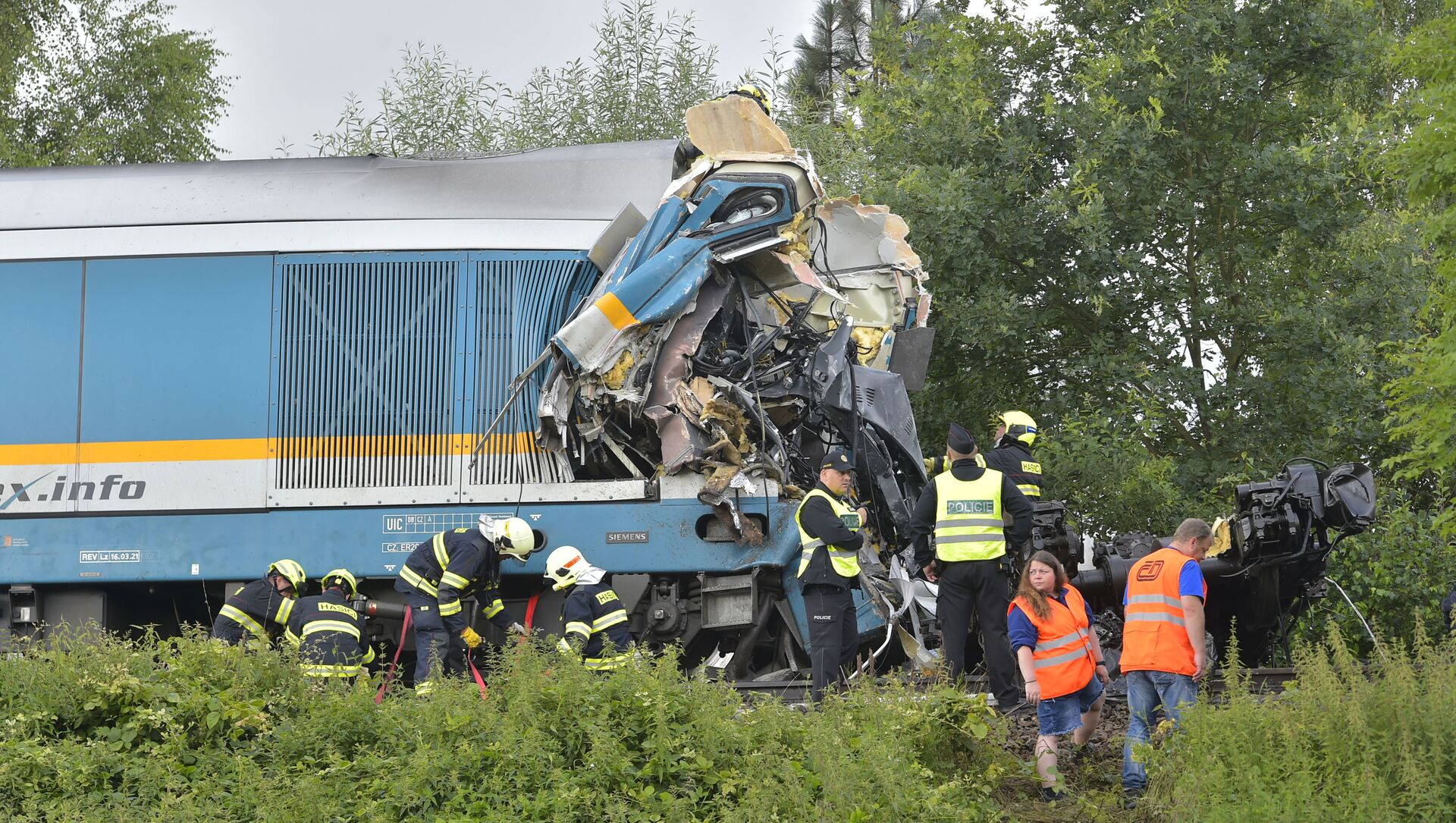 The Western Express Train collided with a passenger train near the village of Milavce between the stations Domazlice and Blizejov, Czech Republic, Wednesday, Aug. 4, 2021.  - Sputnik International, 1920, 04.08.2021