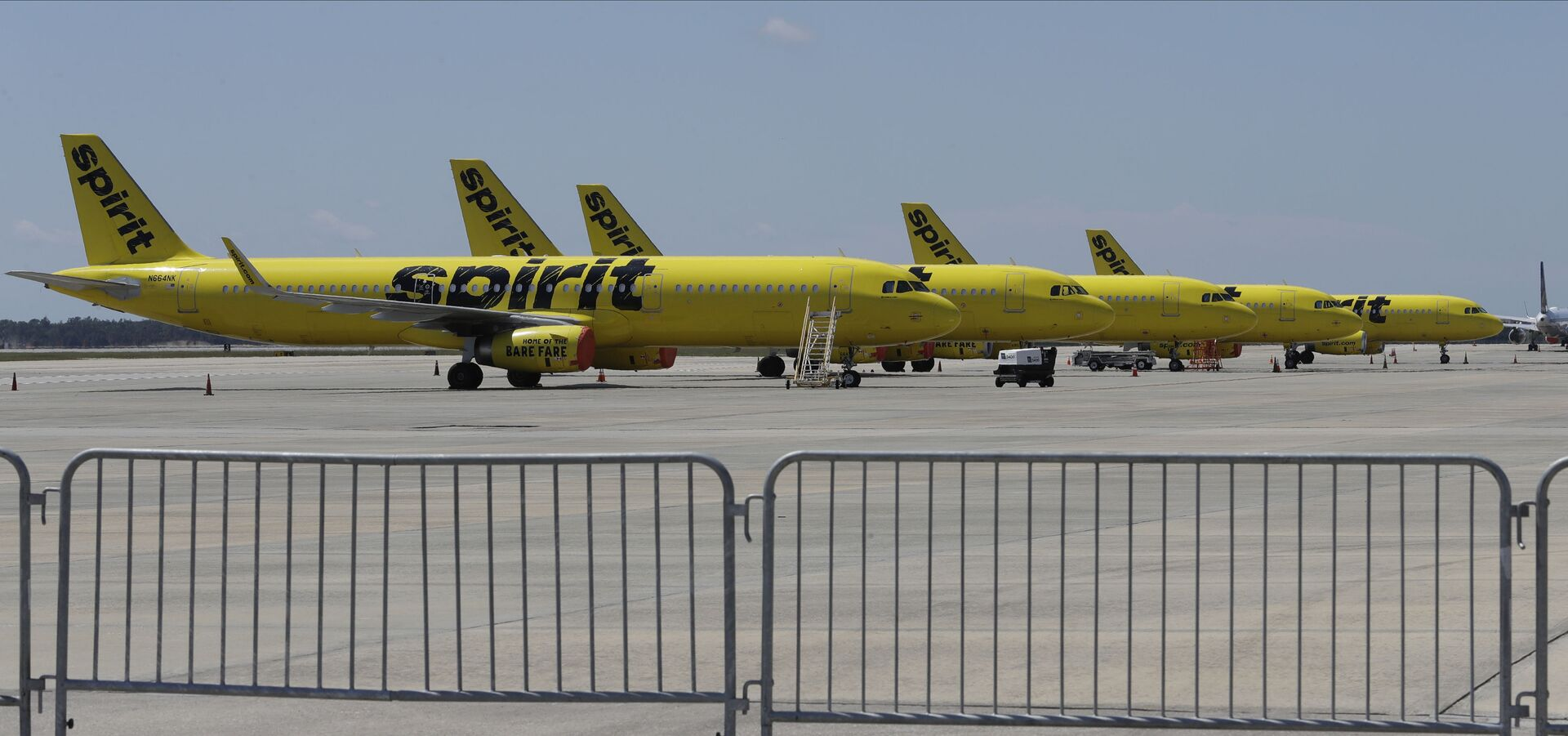 A line of Spirit Airlines jets sit on the tarmac at the Orlando International Airport Wednesday, May 20, 2020, in Orlando, Fla. Air travel is down during the coronavirus outbreak. - Sputnik International, 1920, 07.09.2021