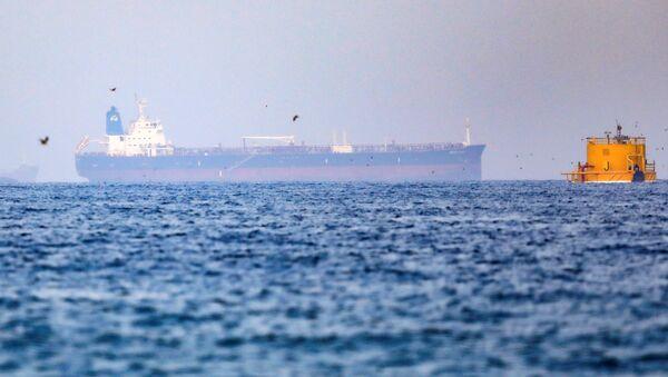 Mercer Street, an Israeli-managed oil tanker that was attacked off the coast of Oman, is seen near Fujairah Port in United Arab Emirates, August 3, 2021. - Sputnik International