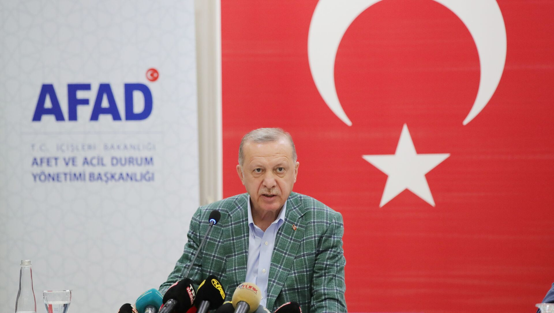 Turkish President Recep Tayyip Erdogan gives a statement after visiting Manavgat and Marmaris to inspect the wildfire disaster, in Marmaris, Turkey, July 31, 2021. - Sputnik International, 1920, 05.08.2021