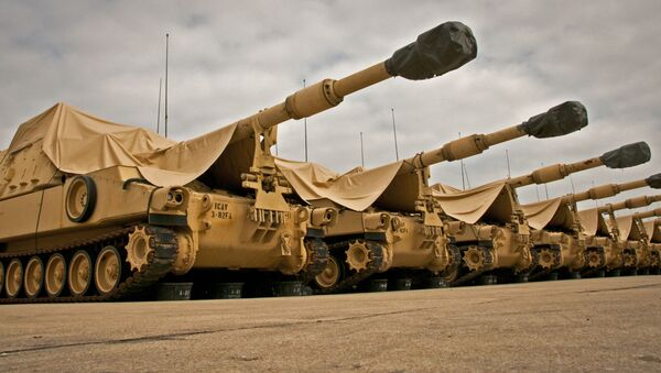 M109A6 Paladin howitzers are seen under a cloudy sky at the 3rd Battalion, 82nd Field Artillery Regiment motor pool at Fort Hood, Texas, March 22, 2013.  - Sputnik International
