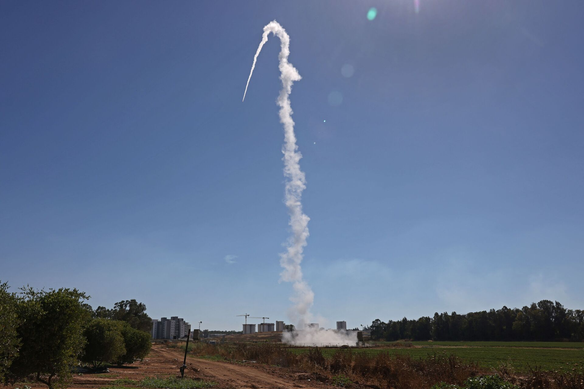 Israel's Iron Dome aerial defence system is launched to intercept rockets launched from the Gaza Strip, above the southern Israeli city of Sderot, on May 18, 2021. - Sputnik International, 1920, 07.09.2021