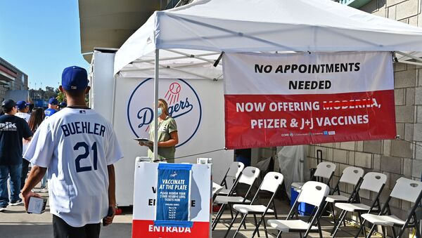 The Los Angeles Dodgers have an onsite COVID-19 clinic offering free tickets for each vaccine taken before the game against the San Francisco Giants at Dodger Stadium in LA, 19 July 2021 - Sputnik International