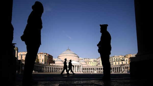 Italian Carabinieri military police stand guard at Palazzo Reale in Naples on July 22, 2021, for the climate and energy G20 meeting. - Sputnik International