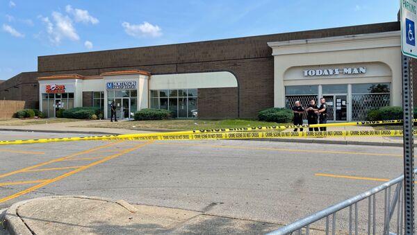 Residents ofLouisville, Kentucky were forced to hide inside the Jefferson Mall after gunshots were heard there, local media reported on 8 August, 2021 - Sputnik International