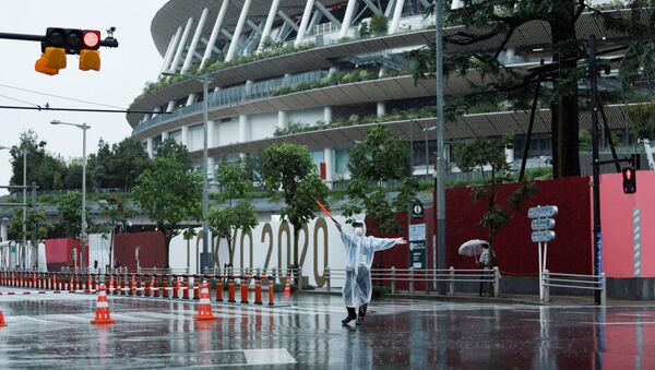 A policeman controls traffic outside the Olympic Stadium during a typhoon, on the last day of the Tokyo 2020 Olympic Games in Tokyo, Japan August 8, 2021 - Sputnik International
