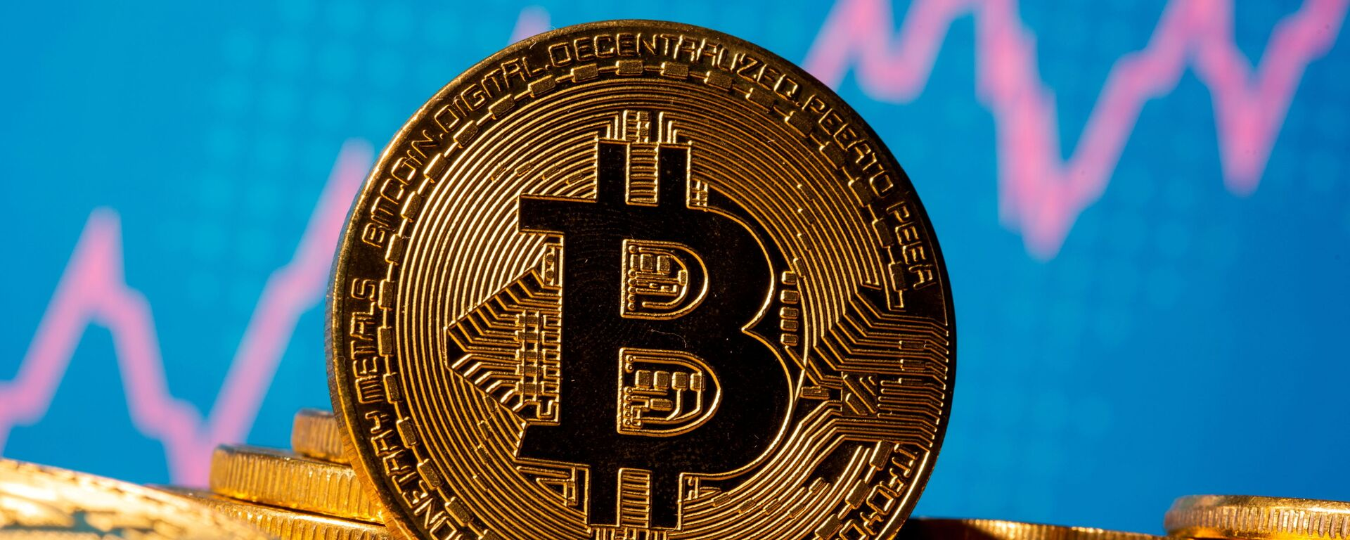 FILE PHOTO: A representation of virtual currency bitcoin is seen in front of a stock graph in this illustration taken November 19, 2020. REUTERS/Dado Ruvic/Illustration/File Photo - Sputnik International, 1920, 23.08.2021