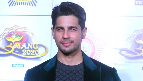 In this picture taken on January 19, 2020, Bollywood actor Sidharth Malhotra poses for photographs as he arrives to attend the annual 'Umang Mumbai Police Show' in Mumbai. - Sputnik International