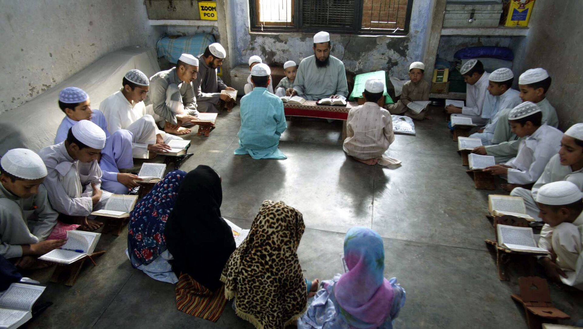 Muslim students from remote hilly areas of Jammu study inside a madrasa, or religious school, on the outskirts of Jammu, India, Saturday, July 1, 2006 - Sputnik International, 1920, 10.08.2021