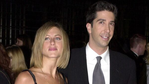 Jennifer Aniston (l) and David Schwimmer of the television series Friends arrive at the 27th Annual People's Choice Awards 07 January 2001 in Pasadena. Aniston is nominated for the Favorite Female Television Performer category at the awards. - Sputnik International