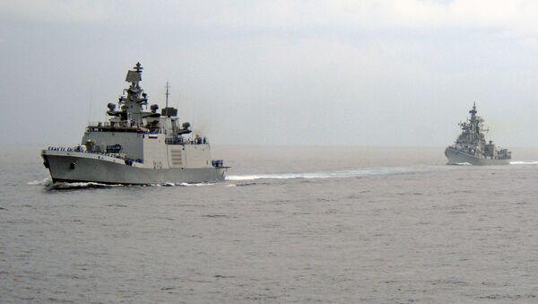 Indian Navy's ships cross the Indian Ocean. - Sputnik International